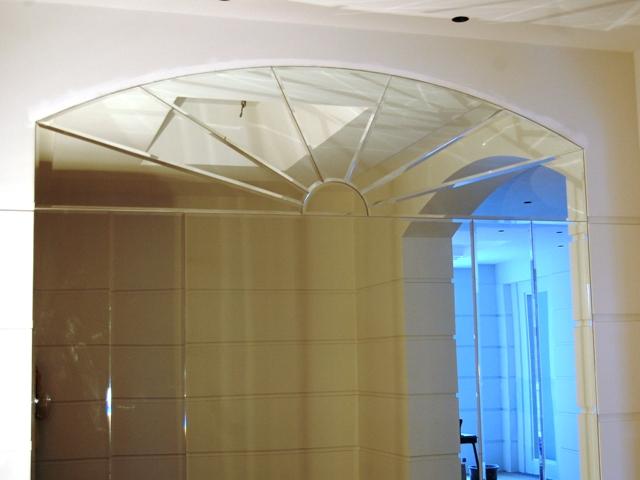 Зеркальные панно в криволинейных формах