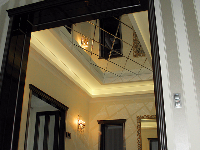 зеркальный потолок фото