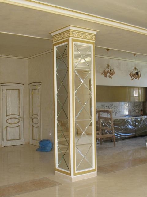 зеркальная плитка на колонне