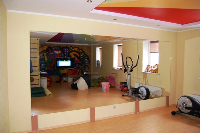 Зеркало в тренажерный зал. Зал для фитнеса. Зал для танцев.