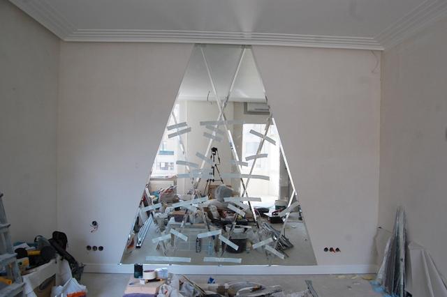 Фиксация зеркальной плитки в зеркальном панно