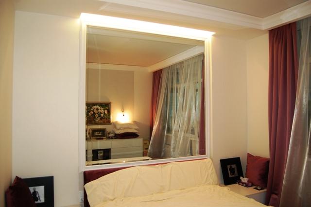 Применение зеркала в спальной комнате