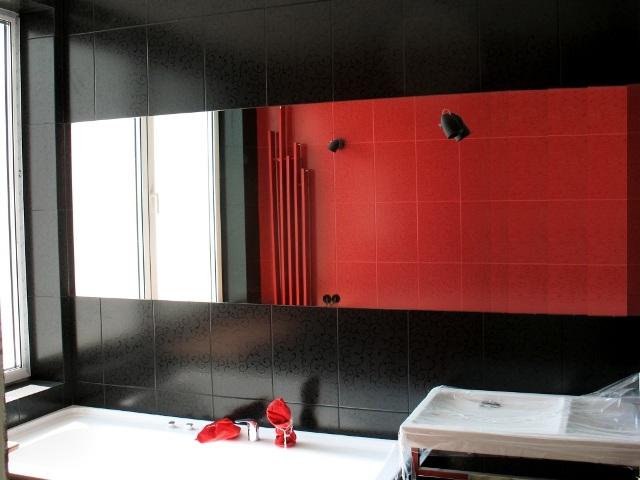 зеркало заподлицо с плиткой в ванную комнату